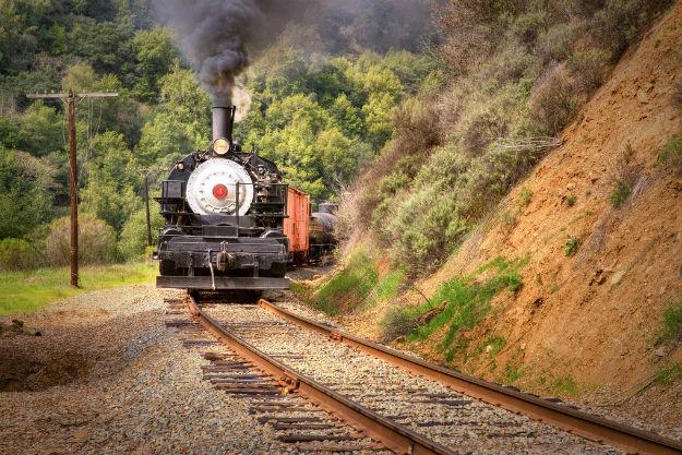 25-trafvel-train