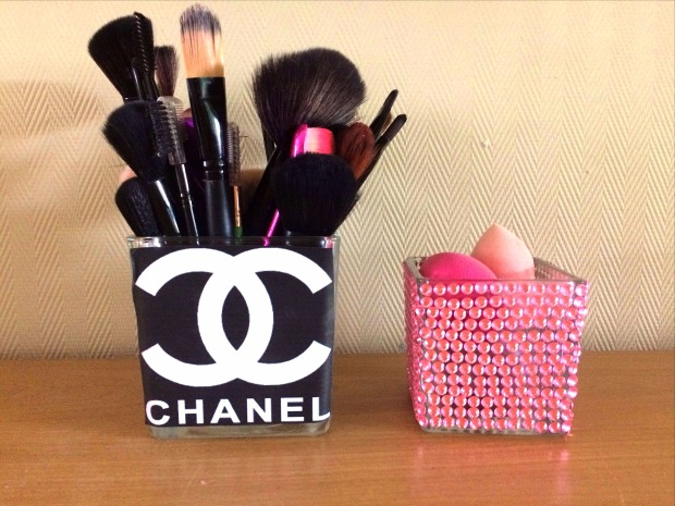 chanel make up borstelhouders en beauty blenders blue sparkles